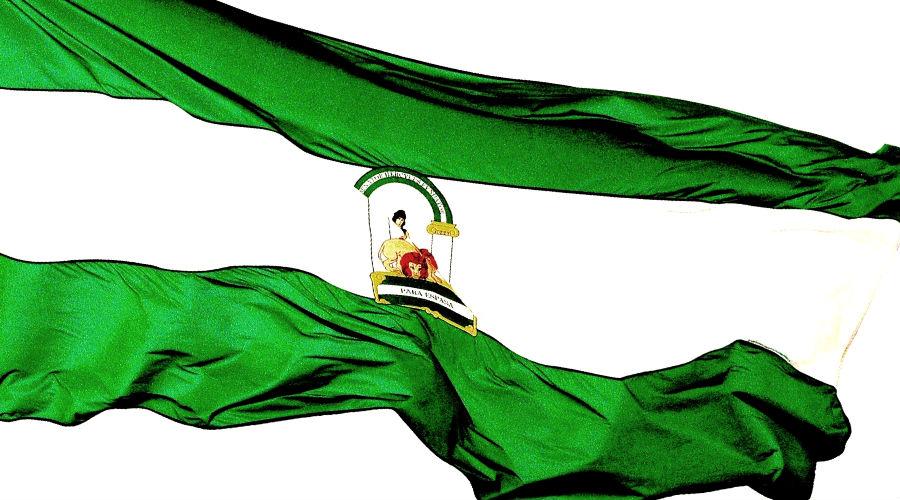 Bandera de Andalucía ondeando | carloscano.es