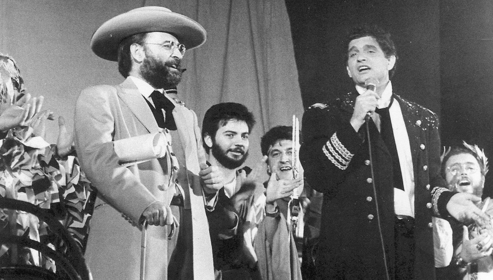 Carlos Cano y Antonio Burgos en el pregón de 1988 del Carnaval de Cádiz | carloscano.es