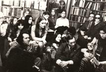 Carlos Cano el 14 de diciembre de 1976 en la librería Shakespeare and Company de París | carloscano.es