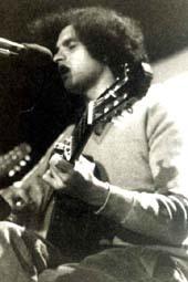 Carlos Cano durante un concierto en Granada, 1975 | carloscano.es