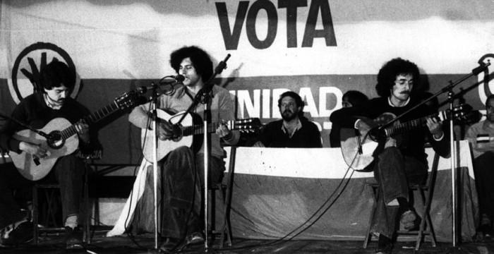 Concierto de Carlos Cano durante un mitin del PSA y el PSP (Alejandro Rojas Marcos y Enrique Tierno Galván)
