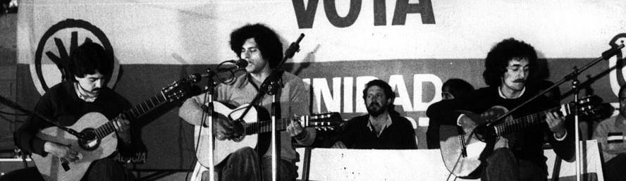 Concierto de Carlos Cano durante un mitin del PSA y el PSP (Alejandro Rojas Marcos y Enrique Tierno Galván) | carloscano.es