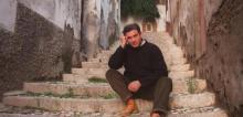 Carlos Cano frente a la casa donde nación. Realejo