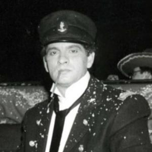 Carlos Cano en el Carnaval de Cádiz de 1988. Fue pregonero disfrazado de Corto Maltés